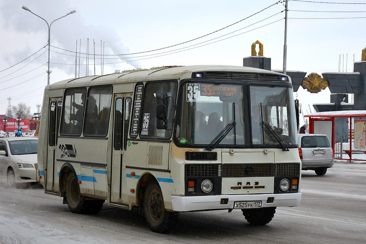В Якутске школьница упала под маршрутный автобус. Проводится проверка