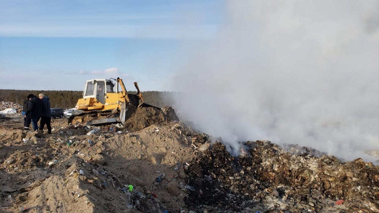 Мэрия Якутска: ликвидация возгорания на мусорном полигоне продолжается