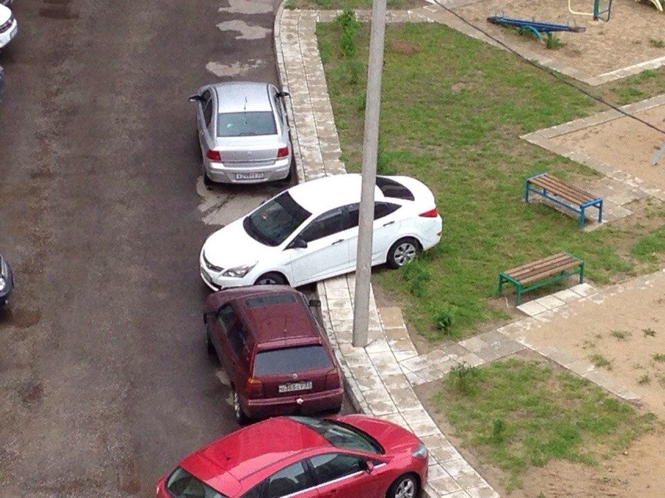 Депутат Ил Тумэна предлагает штрафовать автовладельцев, оставляющих машины вне парковок