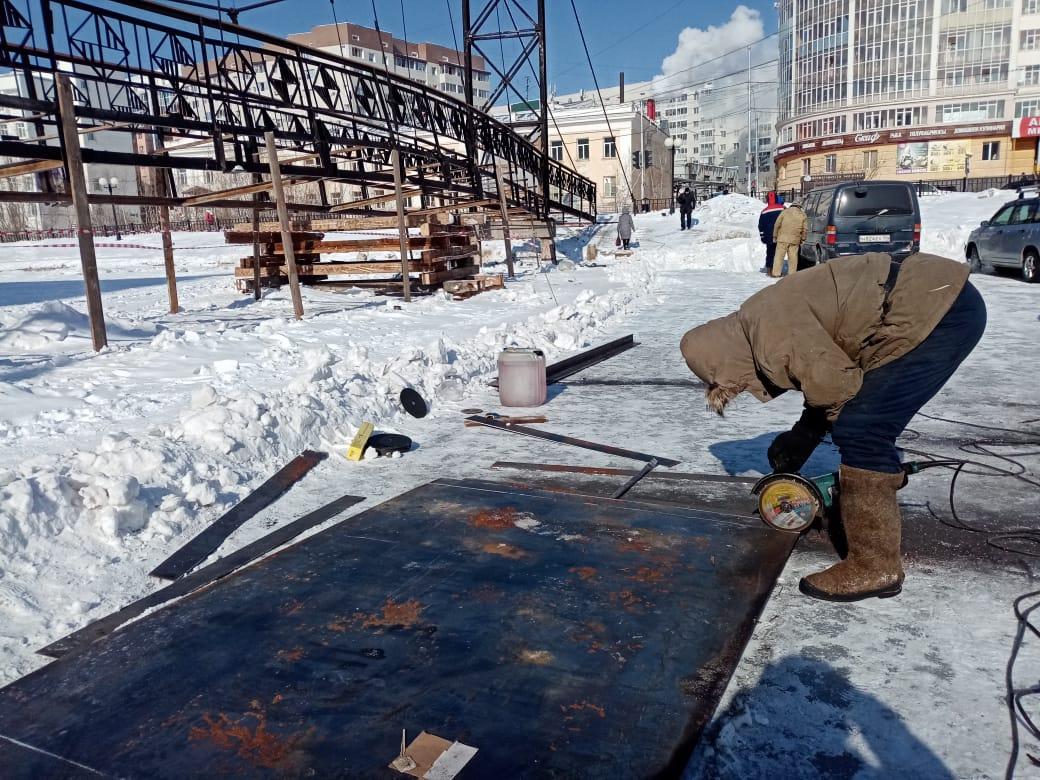 Мост через Теплое озеро в Якутске начали ремонтировать