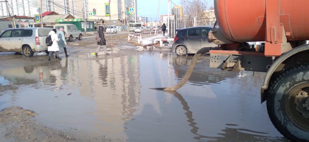 В Якутске продолжается откачка талых вод