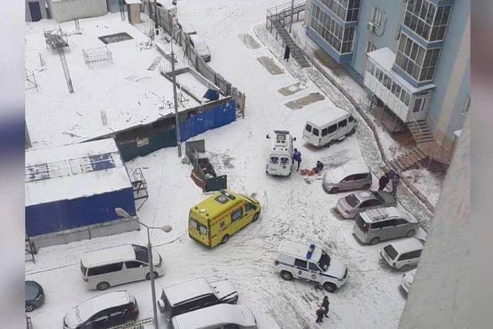 Несовершеннолетняя упала с 8 этажа