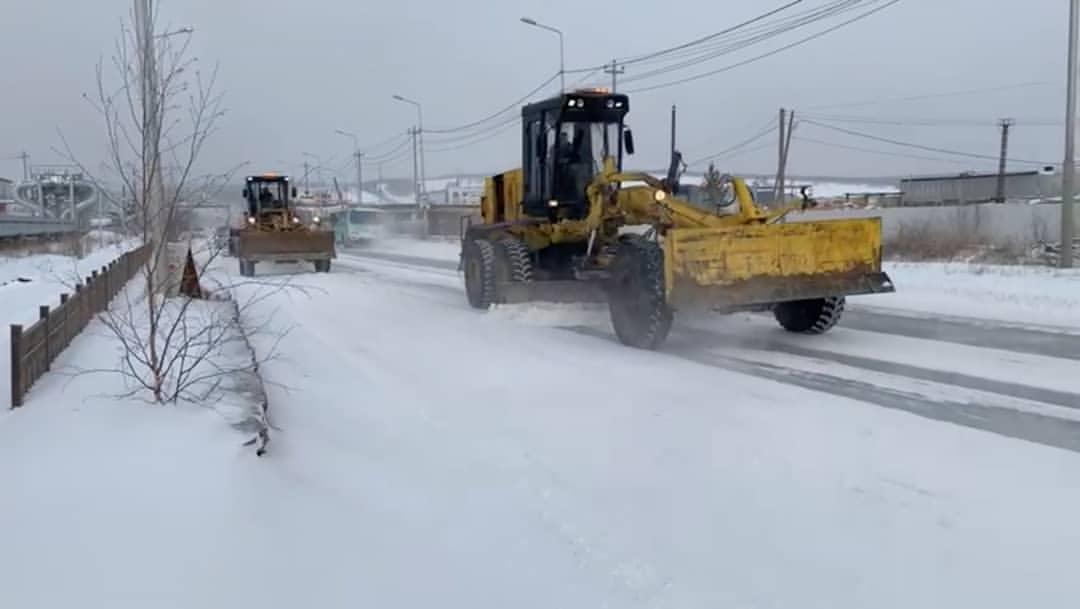 «Якутдорстрой» убирает последствия снегопада