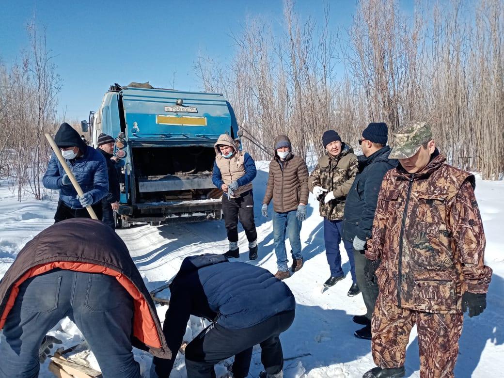 Овощники с улицы Труда Якутска убрали выброшенные ящики и овощи