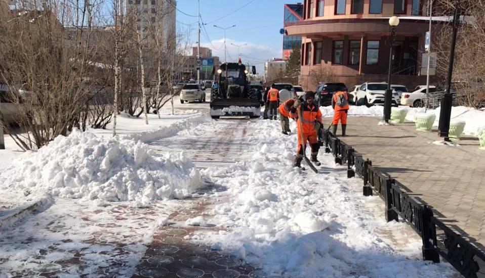 Три дня и три ночи коммунальщики Якутска устраняют последствия снегопада