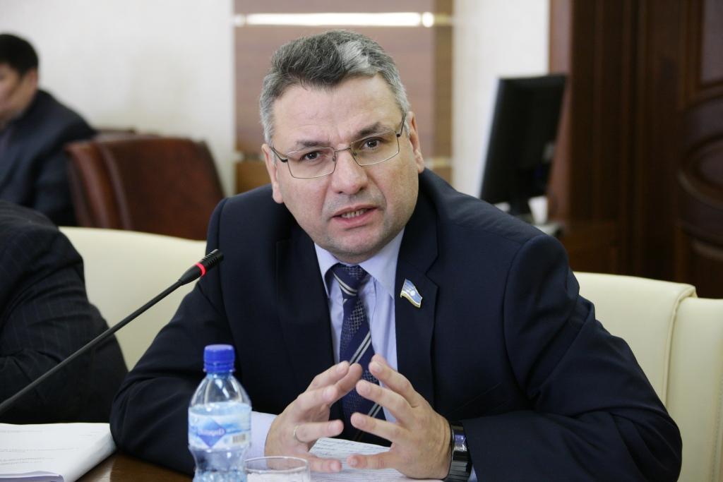 Гаврил Парахин предлагает пересмотреть время продажи алкоголя в Якутии