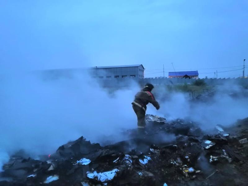 Загорелся строительный мусор