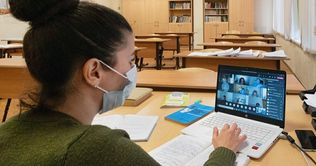 Школьники Якутии переходят на дистанционную учебу