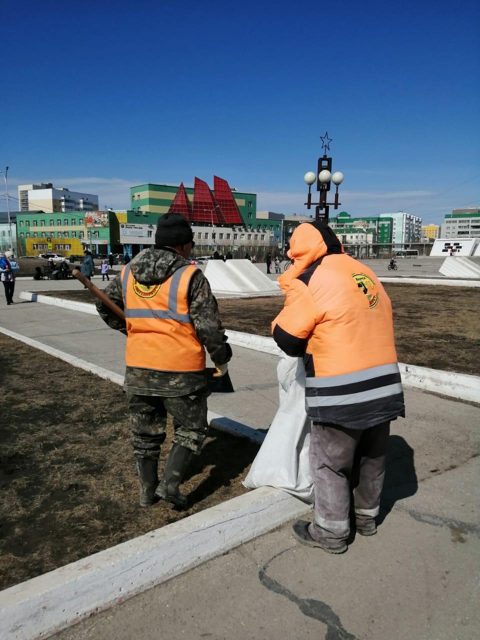 Площадь Победы и мемориал «Солдат Туймаады» готовят к празднику