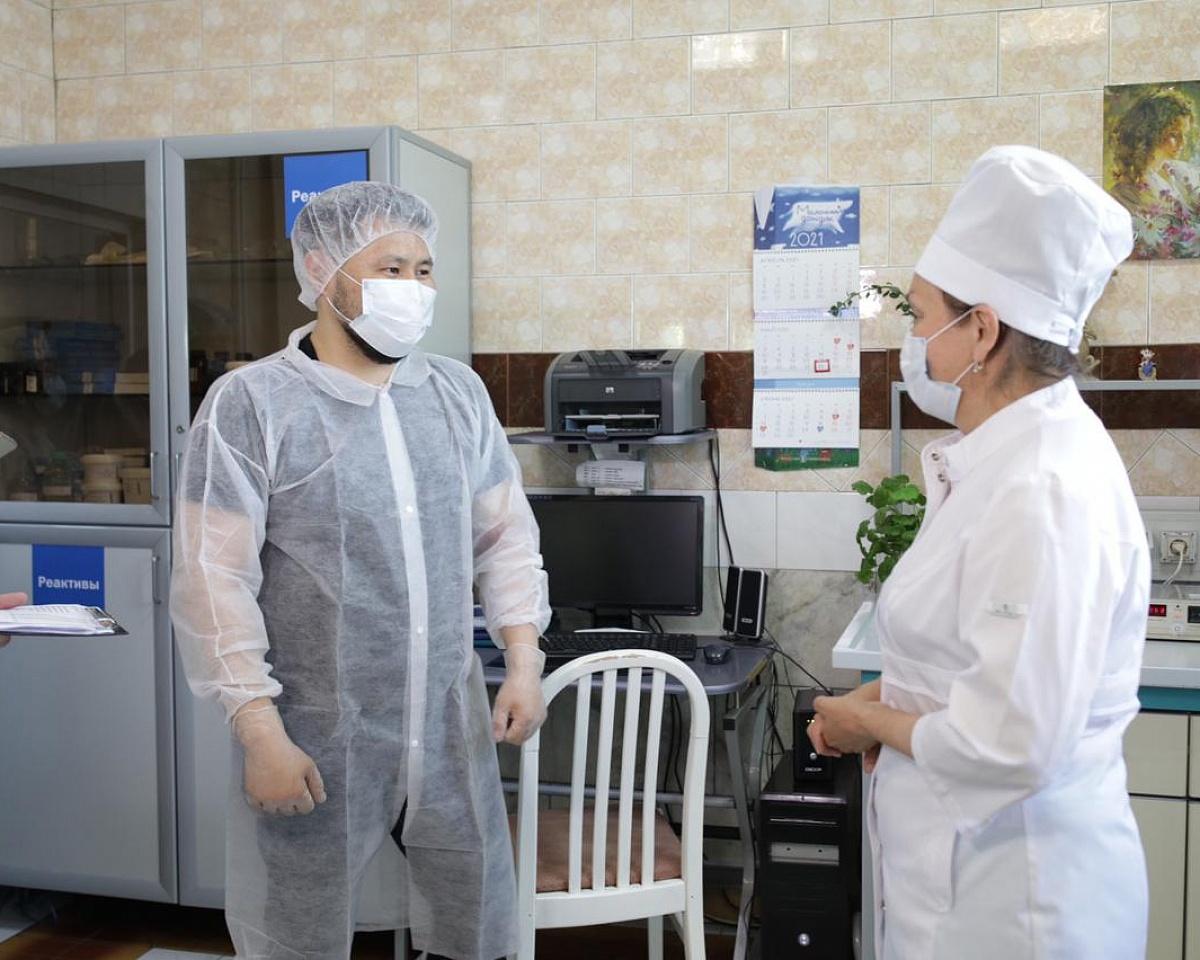 Глава Якутска побывал на молокозаводе и свинокомплексе