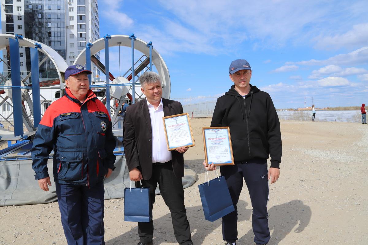 Героев наградили спасатели и руководство