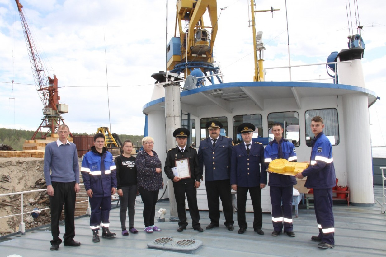 В Якутск прибыл первый теплоход — «СОТ‑1109»
