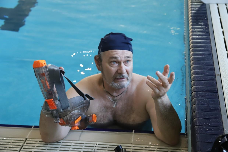 Спасатели провели мастер-класс в бассейне