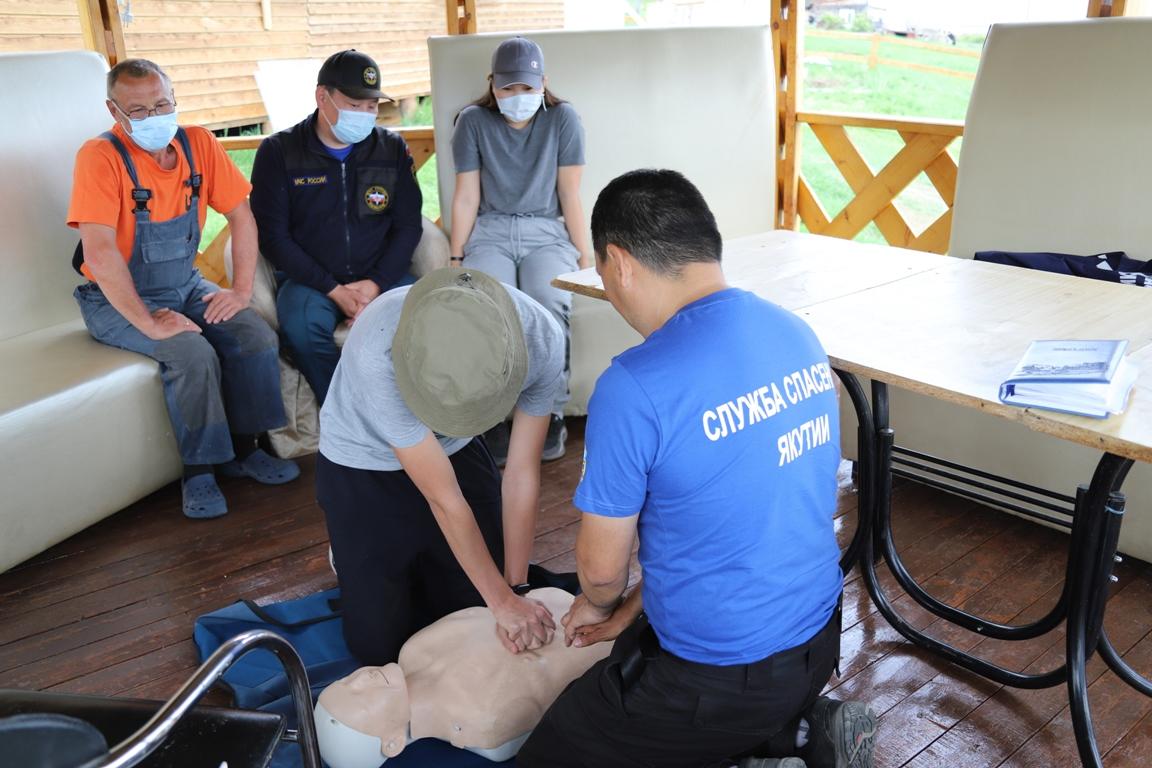 Якутские спасатели провели занятия по безопасности на воде