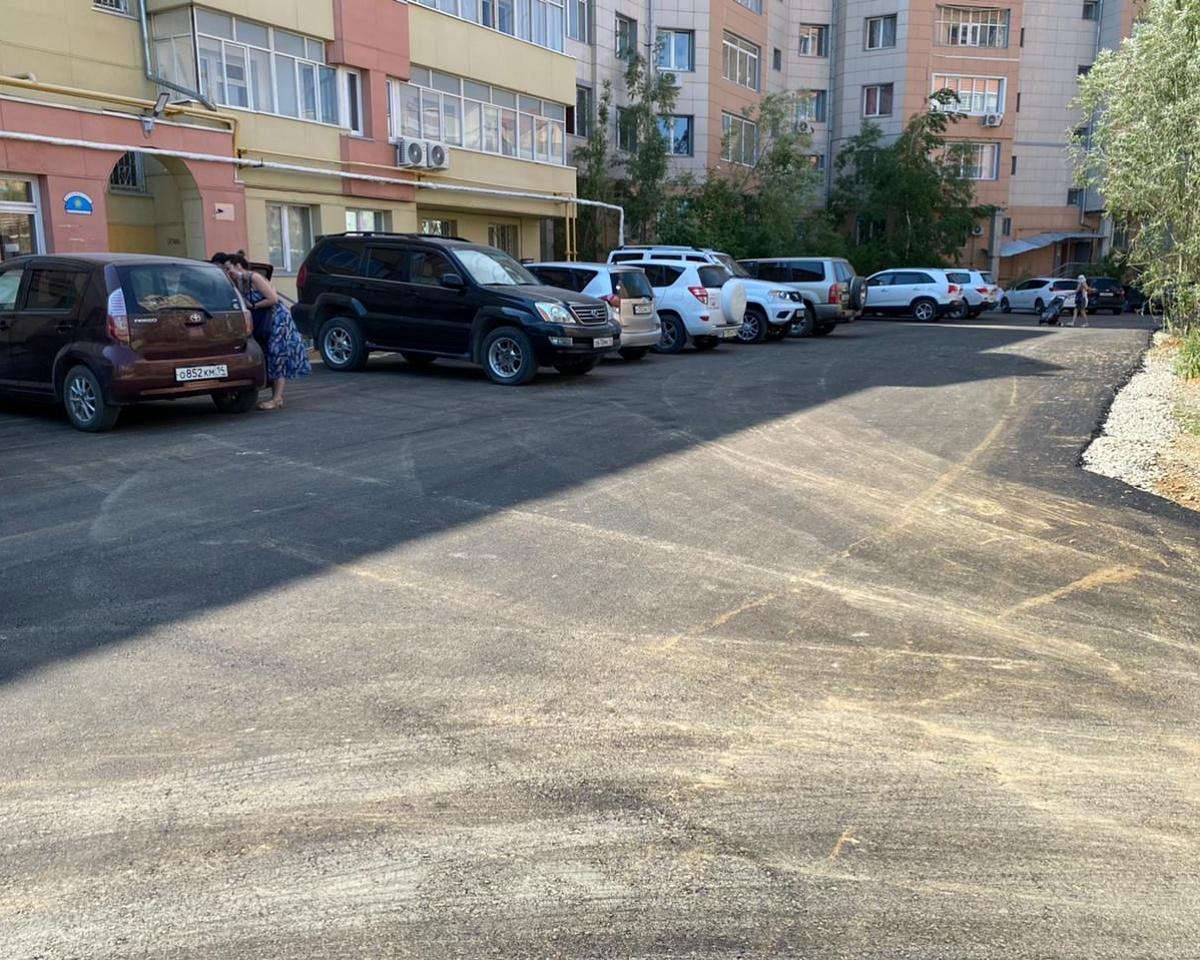 В Якутске продолжаются работы по благоустройству дворов