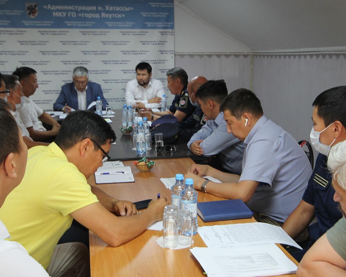 Евгений Григорьев провел совещание по пожарной безопасности пригородных сел Якутска