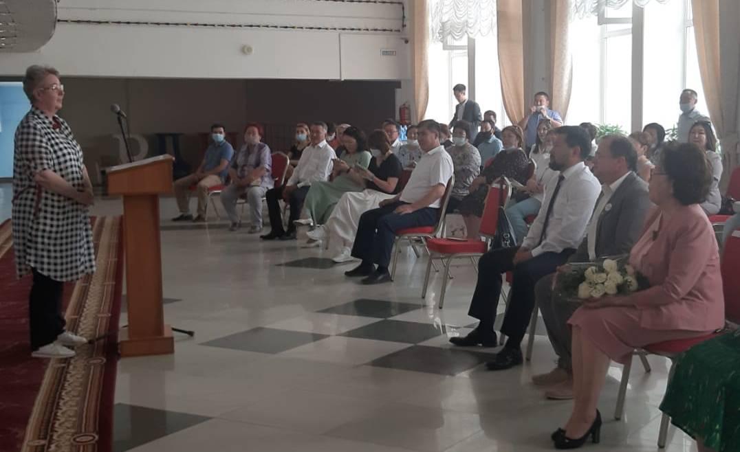 Знаком отличия «Гражданская доблесть» награждены директора трех школ Якутска
