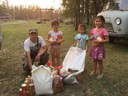 Семьям с детьми школьного возраста утвердили выплаты в размере 10 000 рублей