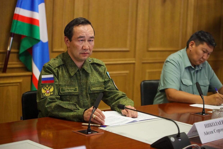 Айсен Николаев поручил мобилизовать все силы по стабилизации лесопожарной обстановки в регионе