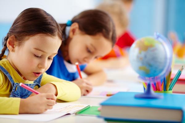 Единовременная выплата на детей школьного возраста начнется с 16 августа