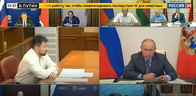 Глава Якутска доложил Путину о ситуации с лесным пожаром на границе города. Видео