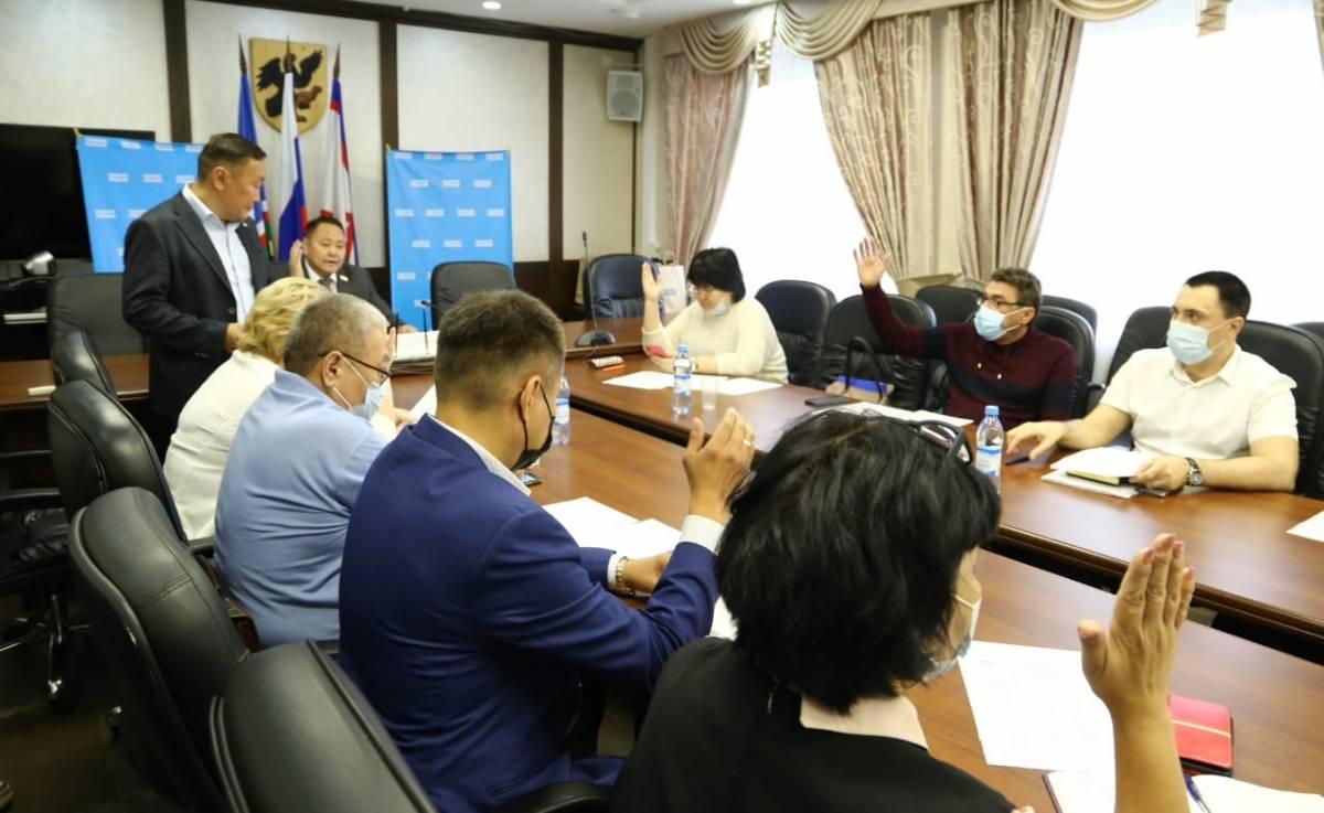 Ряды «Единой России» в Якутске пополнились семью членами
