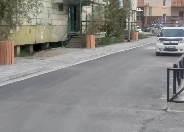 Подрядчики продолжают благоустройство дворов в Якутске