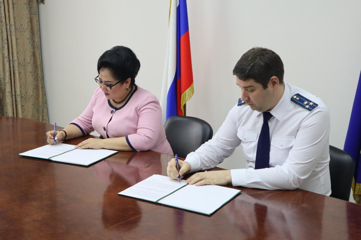 Подписано Соглашение о взаимодействии между Прокуратурой Якутии и Уполномоченным по правам человека в РС (Я)