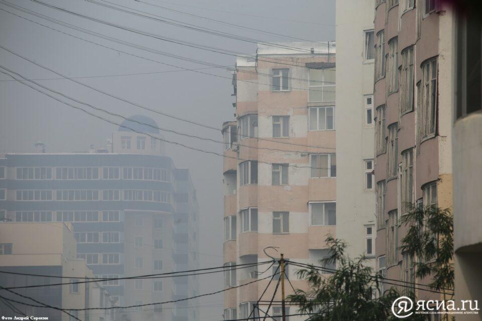 Власти Якутии рекомендуют сократить рабочий день из-за задымленности в Якутске