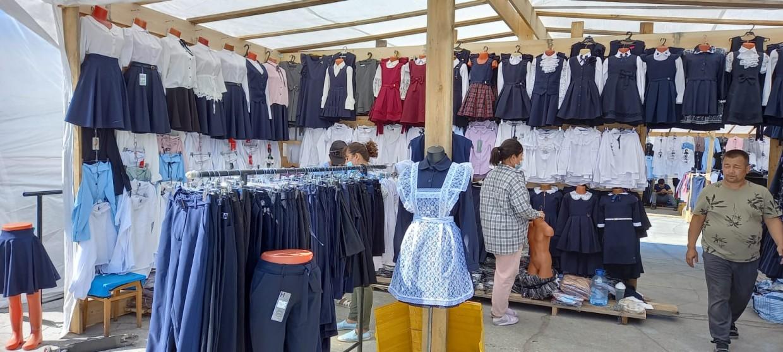 В школьной ярмарке Якутска участвуют более 100 предпринимателей