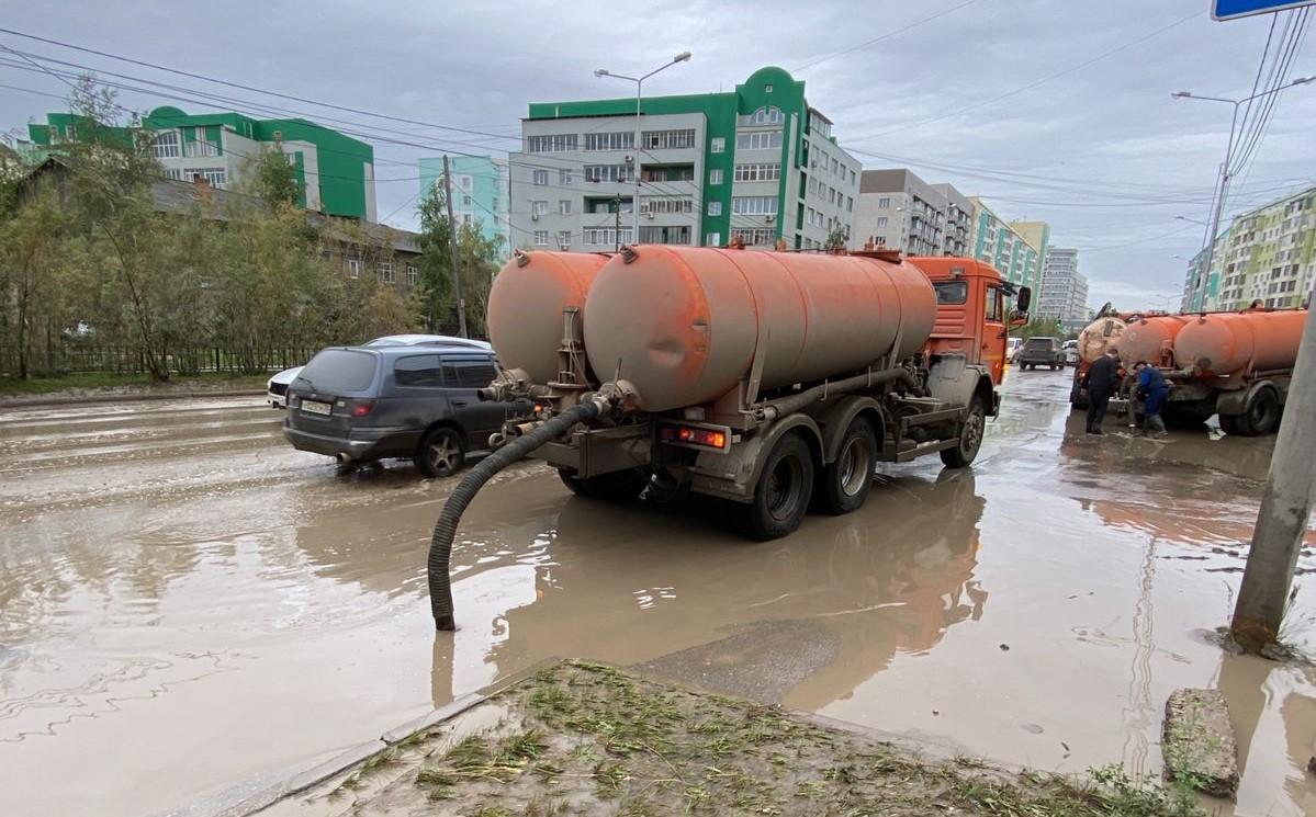В Якутске за неделю откачали более 2 тысяч кубометров луж