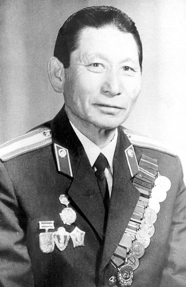 Умер легендарный гаишник Якутии, которого называли «хозяин Проспекта», Дмитрий Алексеев