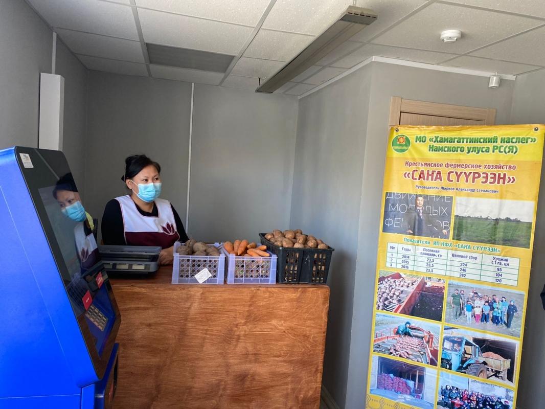 Первый магазин местной сельхозпродукции открылся в теплой остановке в Якутске