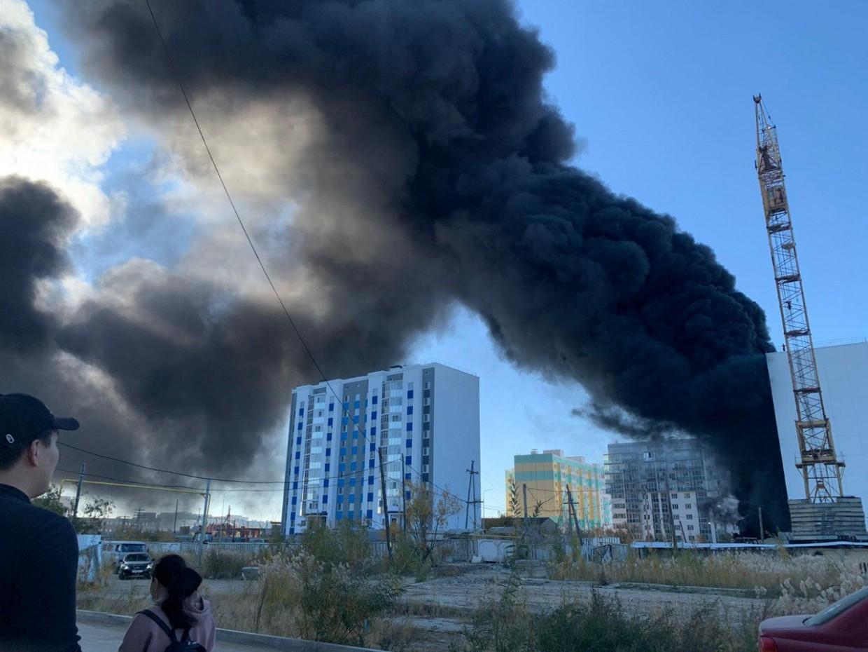 Произошел пожар на стройке на ул. Петра Алексеева Якутска