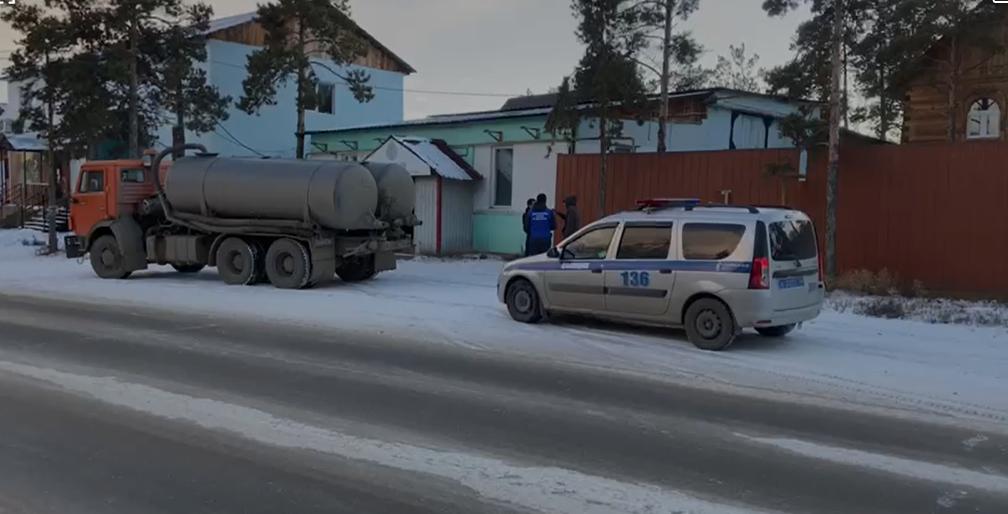 В Якутске задержан водитель за слив фекалий