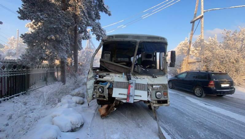 В Якутске столкнулись два автобуса