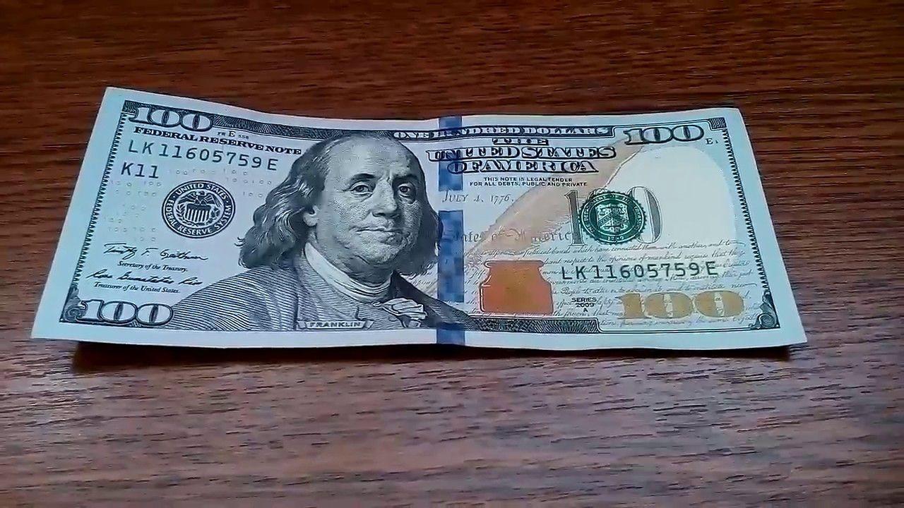 Житель Якутска попался на обмене фальшивых долларов на рубли