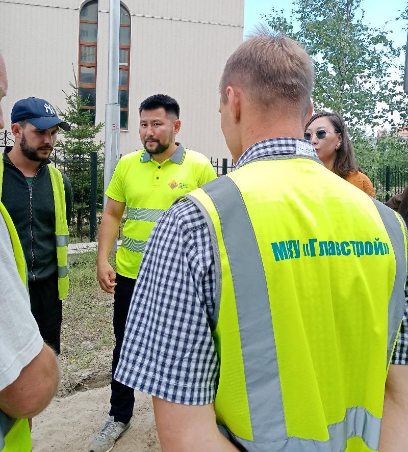 За ремонт улиц ответил Евгений Григорьев.  В прямом эфире в интернете