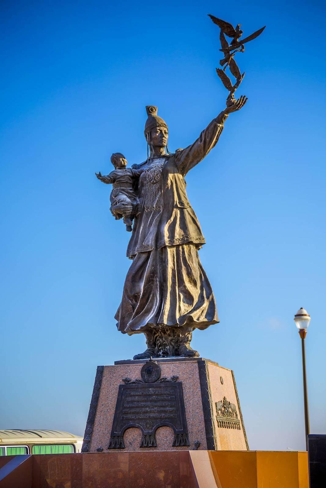 Площадь Матери торжественно открыта