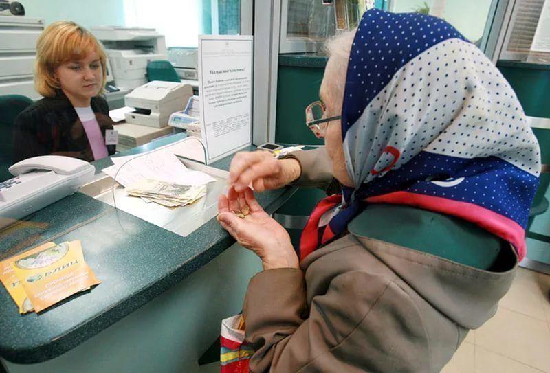 Минтруд предложил в апреле повысить пенсии