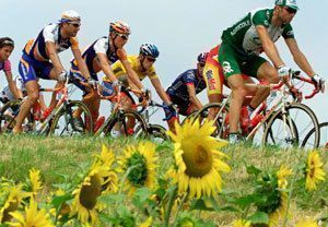 Велосипедисты на сопках Якутска