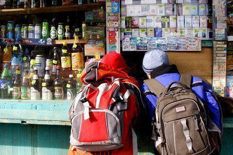 Где продают алкоголь малолетним?