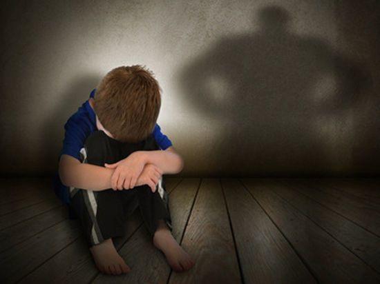 Как защитить детей от семейного тирана?
