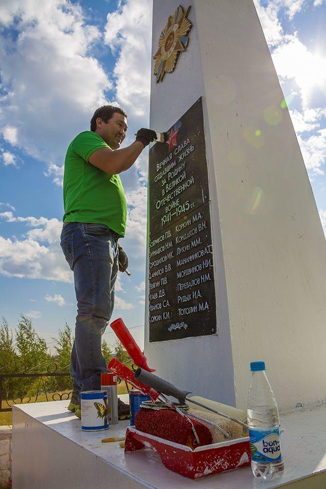 Молодежь облагородила памятник павшим воинам в Мархе