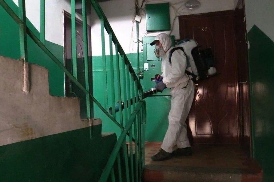 В Якутске проведена дезинфекция ковидных подъездов
