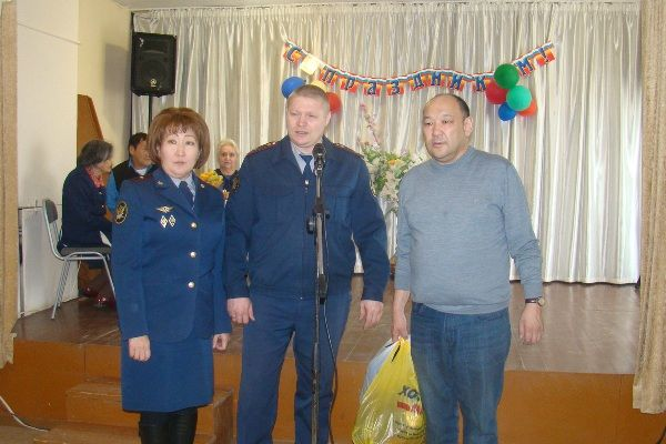 Сотрудники УФСИН навестили пенсионеров и ветеранов
