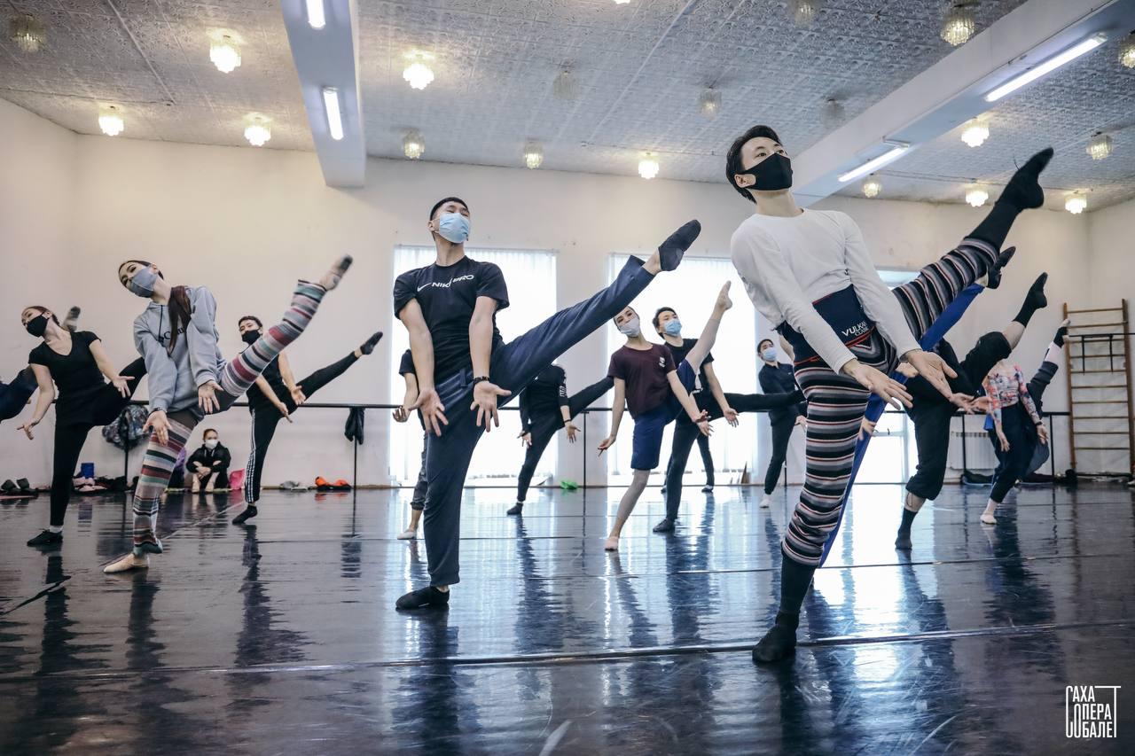 В Якутске Театр оперы и балета готовит премьеру балета «12 Стульев». Видео