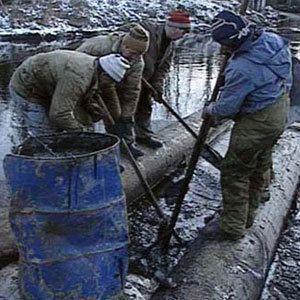 В Тикси разлили нефть