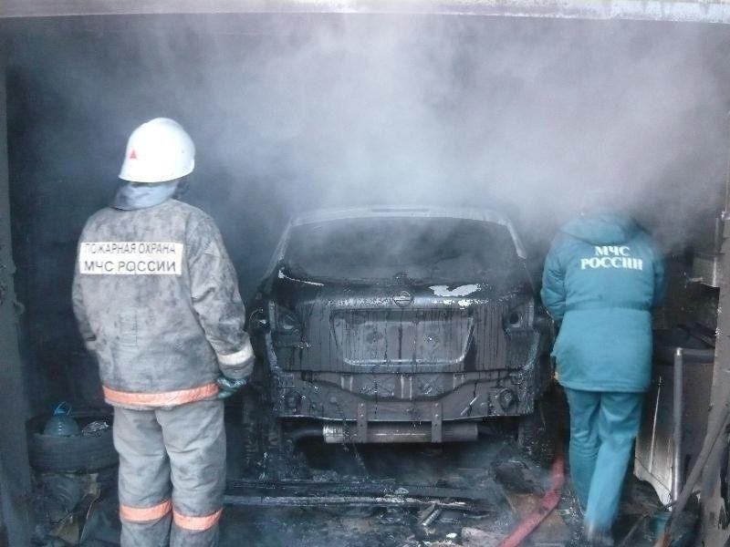 В Якутске сгорело 15 гаражных боксов и 9 машин
