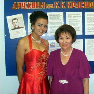 Депутат поздравила выпускников